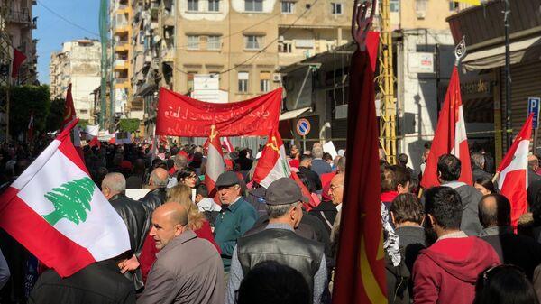 Участники демонстрации в Бейруте