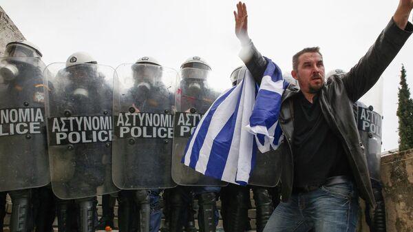 Полиция Греции задержала 12 человек во время митинга в Афинах