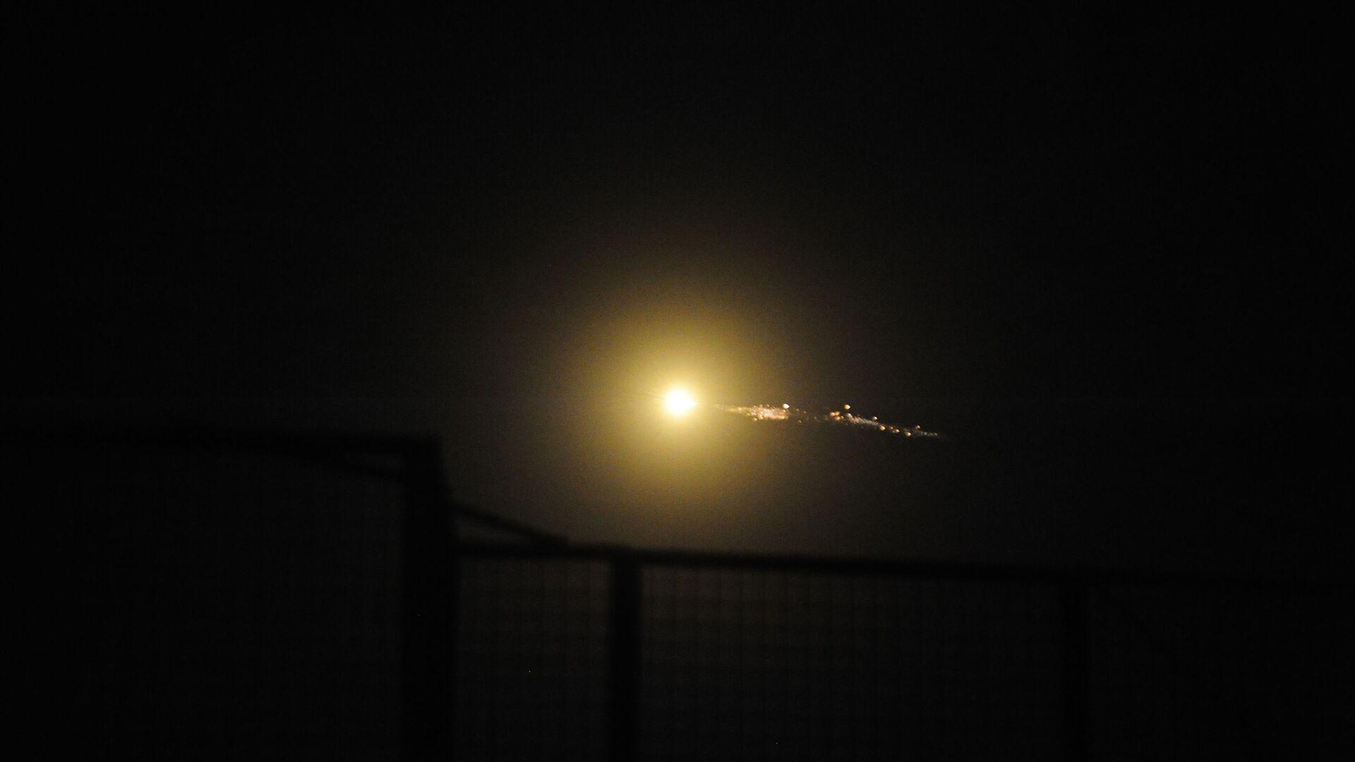 Cирийские средства противовоздушной обороны отражают удар израильской армии. 21 января 2019  - РИА Новости, 1920, 25.11.2020