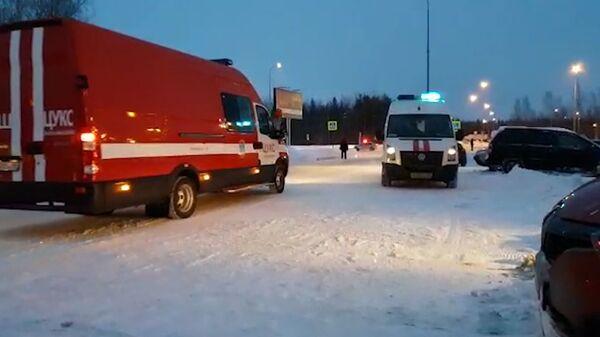 Кадры из аэропорта Ханты-Мансийска, где приземлился самолет из Сургута