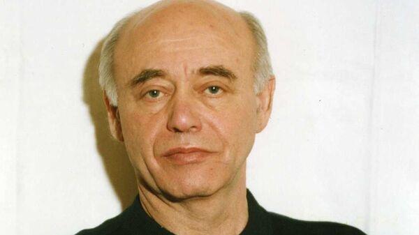 Писатель Михаил Ахманов