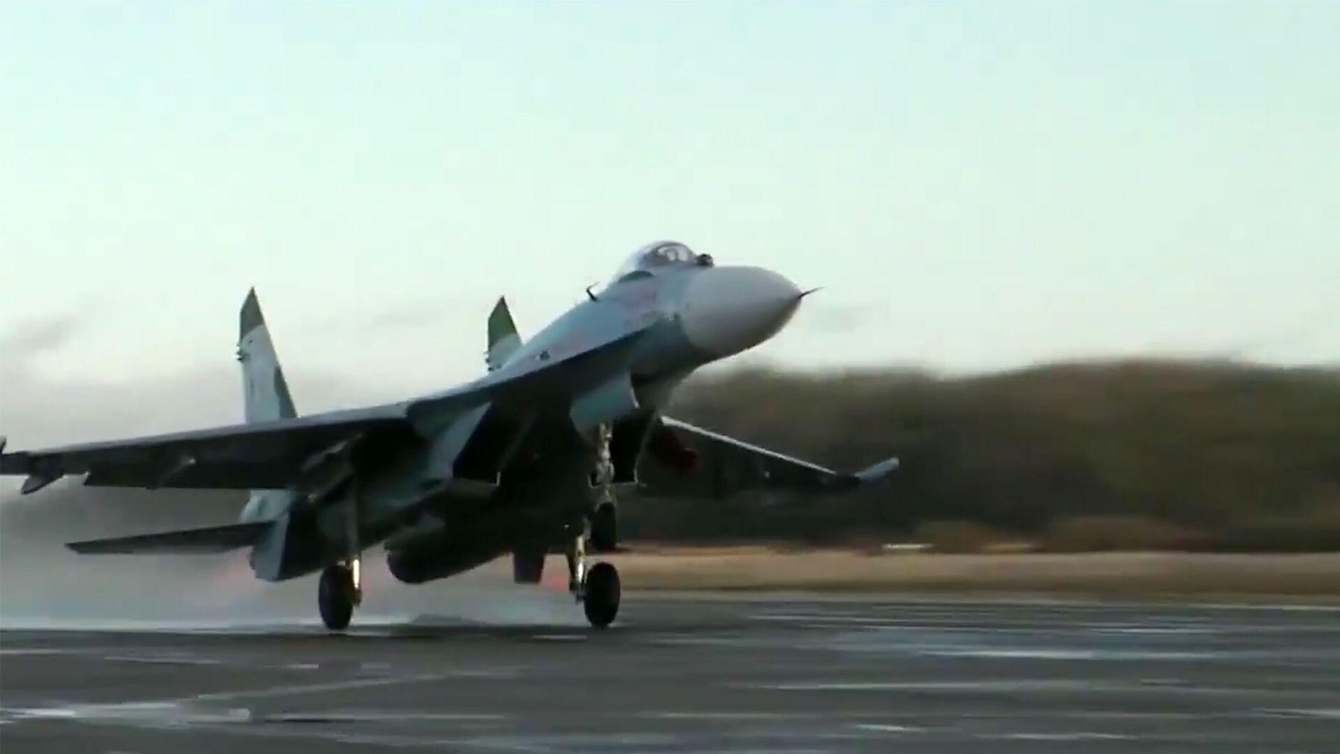Скриншот видео перехвата истребителем Су-27 самолета-разведчика Гольфстрим ВВС Швеции  - РИА Новости, 1920, 17.09.2020