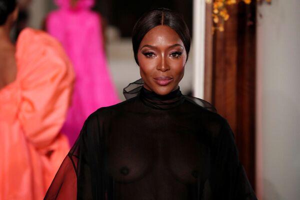 Супермодель Наоми Кэмпбелл на показе коллекции Pier Paolo Piccioli на Неделе моды Haute Couture в Париже