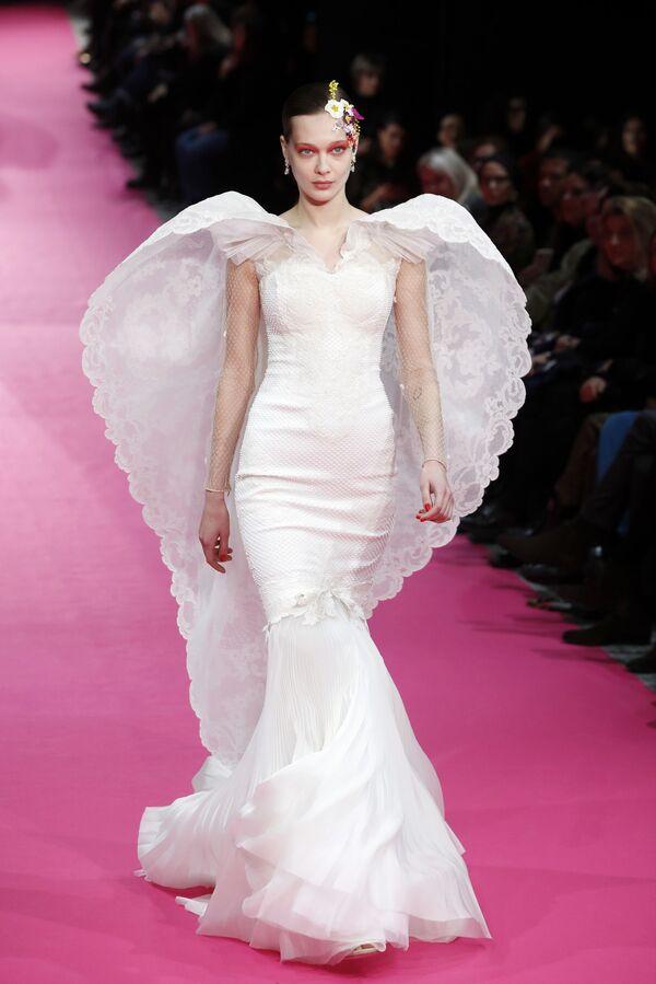 Показ коллекции Alexis Mabille на Неделе моды Haute Couture в Париже