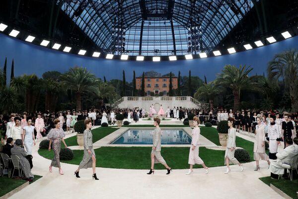 Показ коллекции Karl Lagerfeld на Неделе моды Haute Couture в Париже
