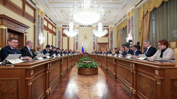 Дмитрий Медведев проводит совещание с членами кабинета министров РФ в Доме правительства РФ. 24 января 2019