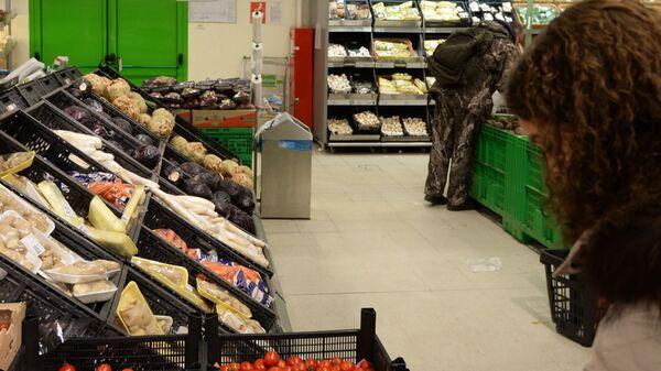 Торговый зал гипермаркета Глобус в городе Щелково Московской области