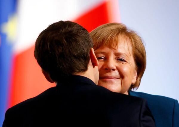 Канцлер Германии Ангела Меркель и президент Франции Эммануэль Макрон во время встречи