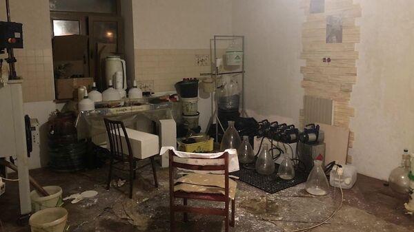 Нарколаборатория по производству синтетических наркотических средств и изготовлению наркотиков растительного происхождения, организованная двумя жителями города Москвы