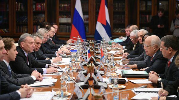 Заместитель председателя правительства РФ Юрий Борисов и заместитель председателя Совета министров Кубы Рикардо Кабрис во время встречи в Москве. 25 января 2019
