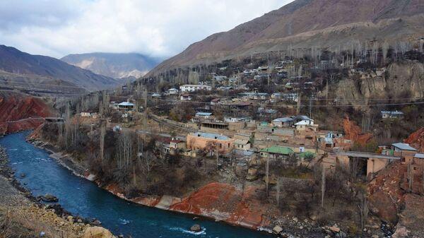 Кишлак Хушекат Айнинского района Таджикистана