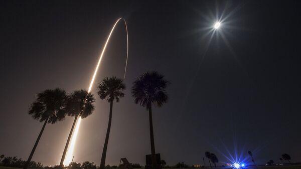 Запуск ракеты Delta IV со спутником по программе геостационарной космической ситуационной осведомленности (GSSAP) с мыса Канаверал, штат Флорида, США