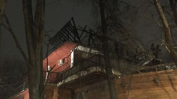 Последствия пожара на крыше ресторана Царские сады у метро Шоссе Энтузиастов