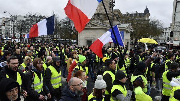 В Париже более 30 человек задержали в ходе протестов «желтых жилетов»