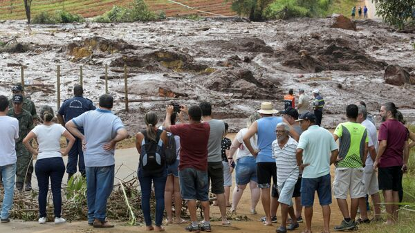 Последствия прорыва плотин на шахте корпорации Vale в Брумадинью, Бразилия