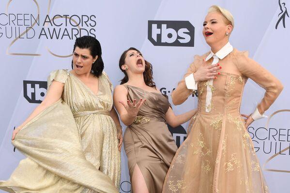 Кимми Гейтвуд, Рэйчел Блум и Ребекка Джонсон на церемонии вручении премии Гильдии киноактеров США
