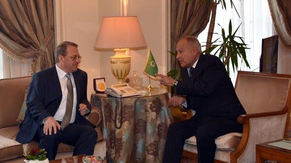 Заместитель Министра иностранных дел Российской Федерации Михаил Богданов и генеральный секретарь Лиги арабских государств (ЛАГ) Ахмед Абуль Гейт во время встречи в Каире, Египет