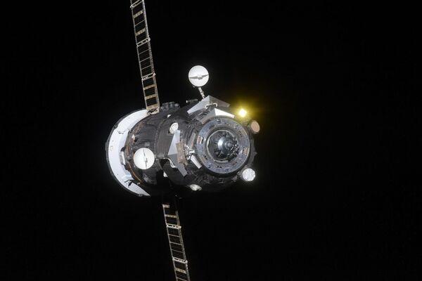 Грузовой космический корабль Прогресс МС-09 покидает Международную космическую станцию. 25 января 2019 года