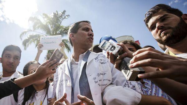 Лидер оппозиции Хуан Гуаидо, провозгласивший себя временным президентом страны, на митинге в Каракасе. 30 января 2019