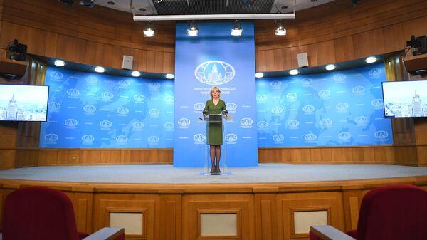 Захарова после обвинений в адрес России заявила, что Порошенко осатанел