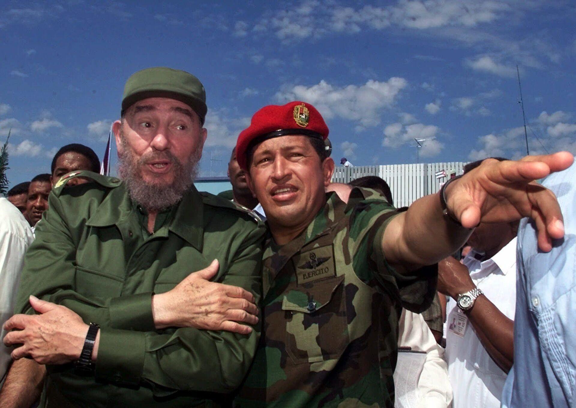 Президент Кубы Фидель Кастро с президентом Венесуэлы Уго Чавесом в Баринасе, Венесуэла - РИА Новости, 1920, 09.10.2020