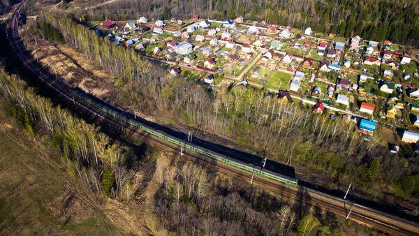 Дачный поселок и электричка