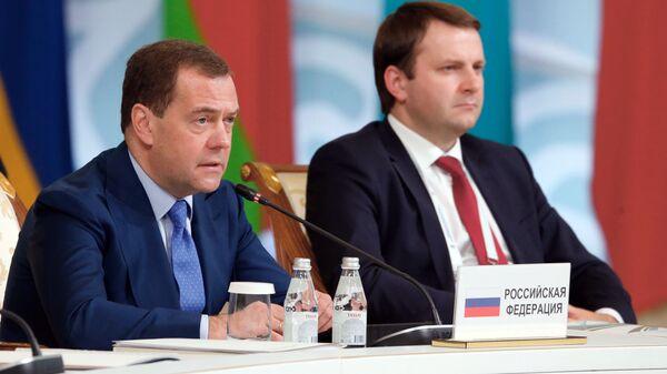 Председатель правительства РФ Дмитрий Медведев и министр экономического развития РФ Максим Орешкин на заседании в расширенном составе Евразийского межправительственного совета в Алма-Ате. 1 февраля 2019