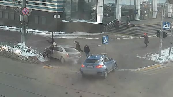 В Сети появилось видео наезда машины на пешеходов в Саранске