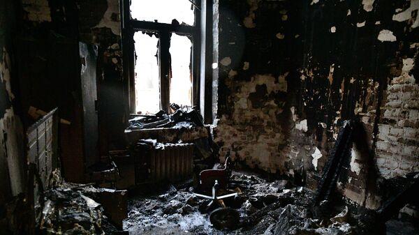 Последствия пожара в жилом доме на Никитском бульваре в Москве. 4 февраля 2019