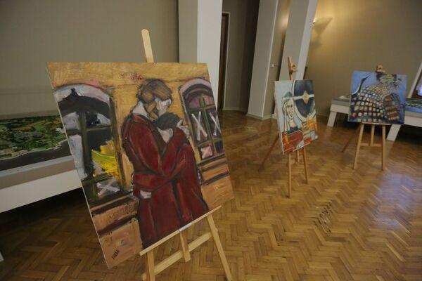 Картины Натальи Шевченко на выставке в МДЦ Артек