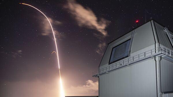 Запуск американской ракеты SM 3 Block IIA с комплекса Иджис Эшор на Гавайях