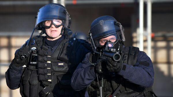 Сотрудники правоохранительных Франции