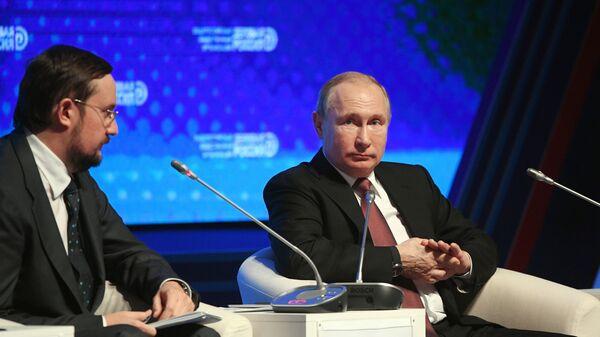 Президент РФ Владимир Путин принимает участие в заседании форума Деловой России