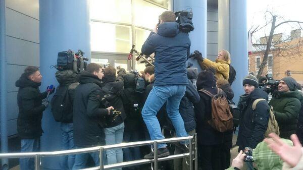 Адвокат Павла Мамаева дает комментарий