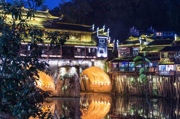 Фенхуан, Китай