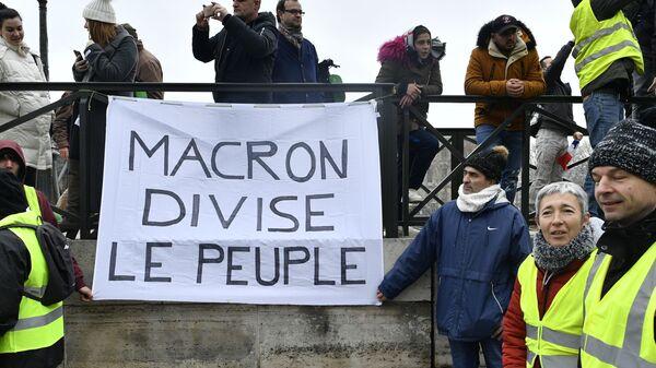 И тебя посчитают! Во Франции кризис президентской личности?