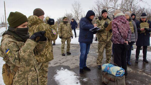 ЛНР передало Украине 33 заключенных, осужденных до 2014 года.