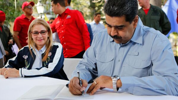 Президент Венесуэлы Николас Мадуро с супругой Силией Флорес