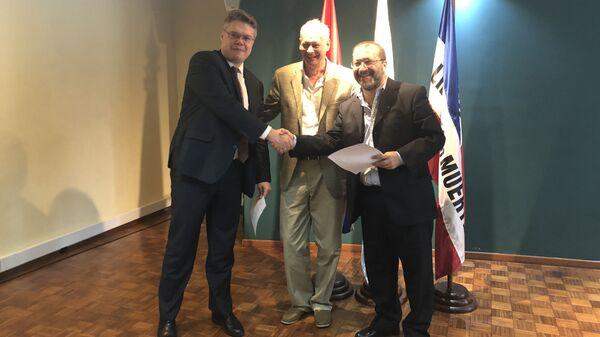 Церемония заключения соглашения о сотрудничестве между Информационным агентством и радио Sputnik и Национальной радиосетью Уругвая