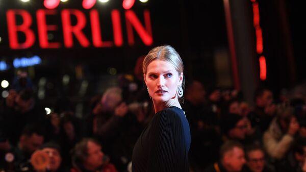 Немецкая модель Тони Гаррн на красной дорожке церемонии открытия 69-го Берлинского международного кинофестиваля Берлинале - 2019