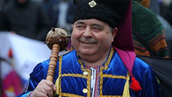 Участник акции у здания Верховной рады Украины в Киеве с требованием декоммунизации названия Днепропетровской области