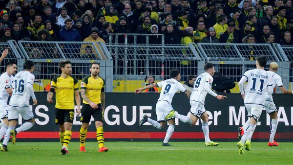 Футболисты Хоффенхайма радуются забитому мячу в ворота Боруссии