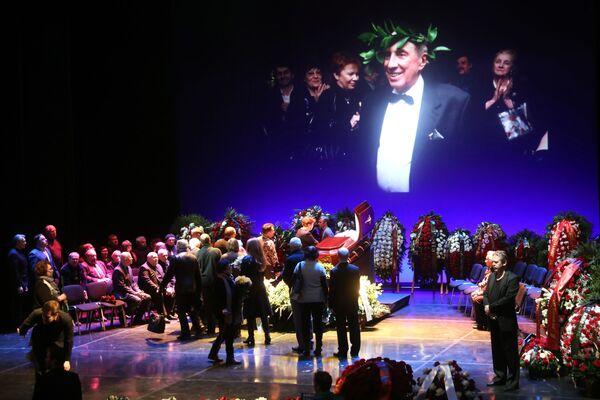 Церемония прощания с актером Сергеем Юрским в театре имени Моссовета