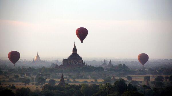 Воздушные шары над равниной Баган, Мьянма