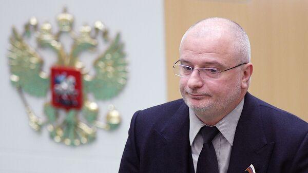 Председатель комитета Совета Федерации РФ по конституционному законодательству и государственному строительству Андрей Клишас на заседании Совета Федерации РФ