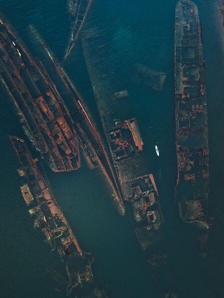 Затонувшие корабли в бухте Труда. Приморский край. Россия