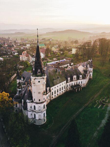 Заброшенный замок в Божкове. Польша