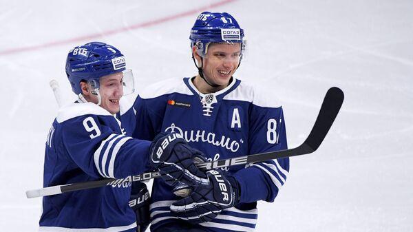 Игроки Динамо Дмитрий Кагарлицкий (слева) и Вадим Шипачёв