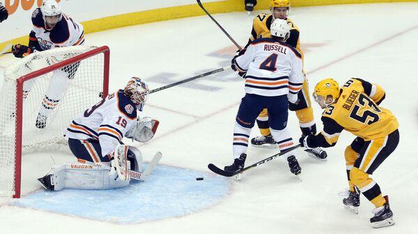 Игровой момент матча Питтсбург - Эдмонтон
