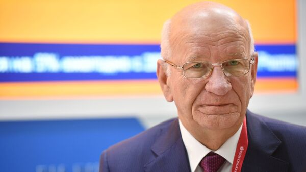 Губернатор Оренбургской области Юрий Берг на стенде МИА Россия сегодня на Российском инвестиционном форуме в Сочи. 14 февраля 2019